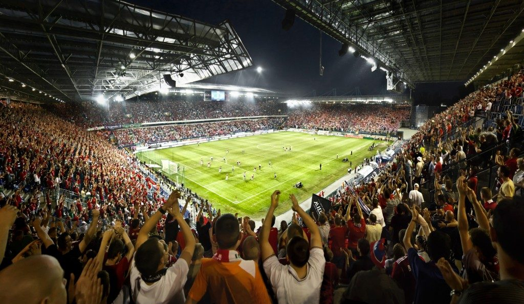 Fodboldstadion - før fodboldkamp
