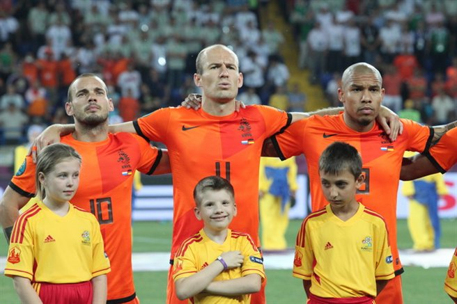 Sneijder,_Robben_and_de_Jong_Netherlands-Germany_Euro_2012[1]