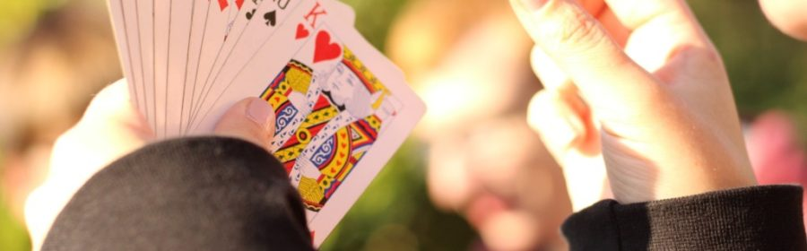 Spillekort på hånden