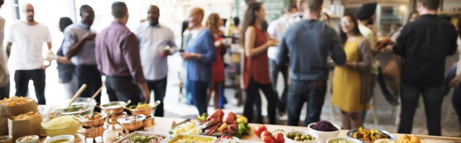 På billedet er der mad til din fest.